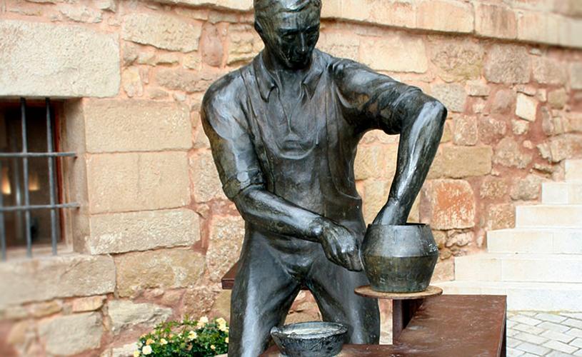 pottery statue in navarrete la rioja
